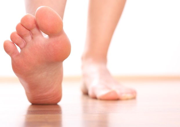Dolore sotto le dita del piede: ecco alcuni rimedi e le possibili cause